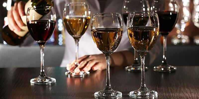 Compare goblet glass vs wine glass